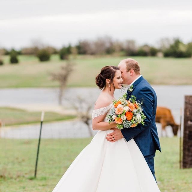 Congratulations Mackenzie and Kegan!  And check out these amazing and adorable photographers @gingersnapstudios  #rusticgraceestate #northtexasweddings #mckinneyweddingflorist