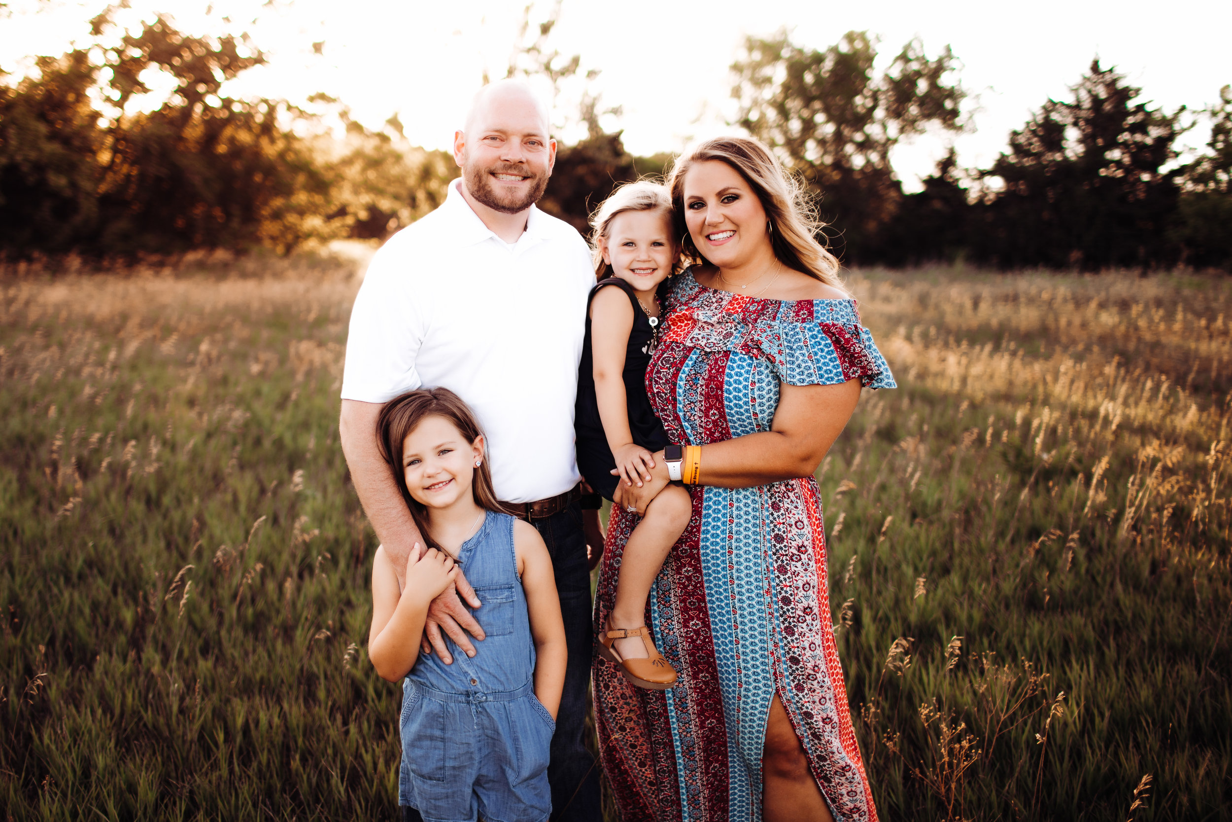 Mini Session -  An alternative to the full family session. These are scheduled back to back and shorter time slots.INVESTMENT: $250 with a $75 deposit fee, which will be applied to the total.30 minute sessionDerby Location of photographers choice (field look)online viewing gallery20 fully edited digital images