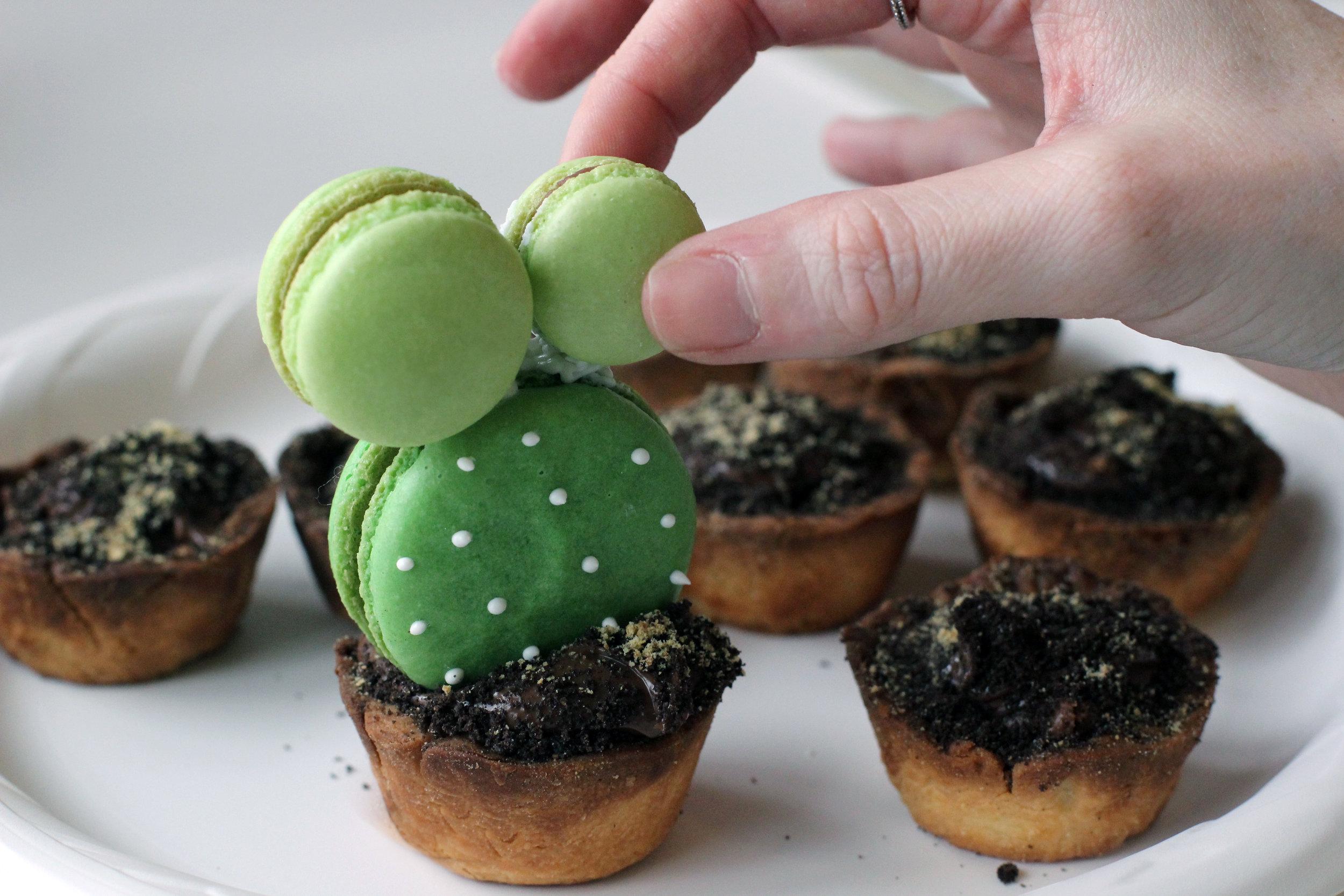 Step 5: Assemble Macarons.