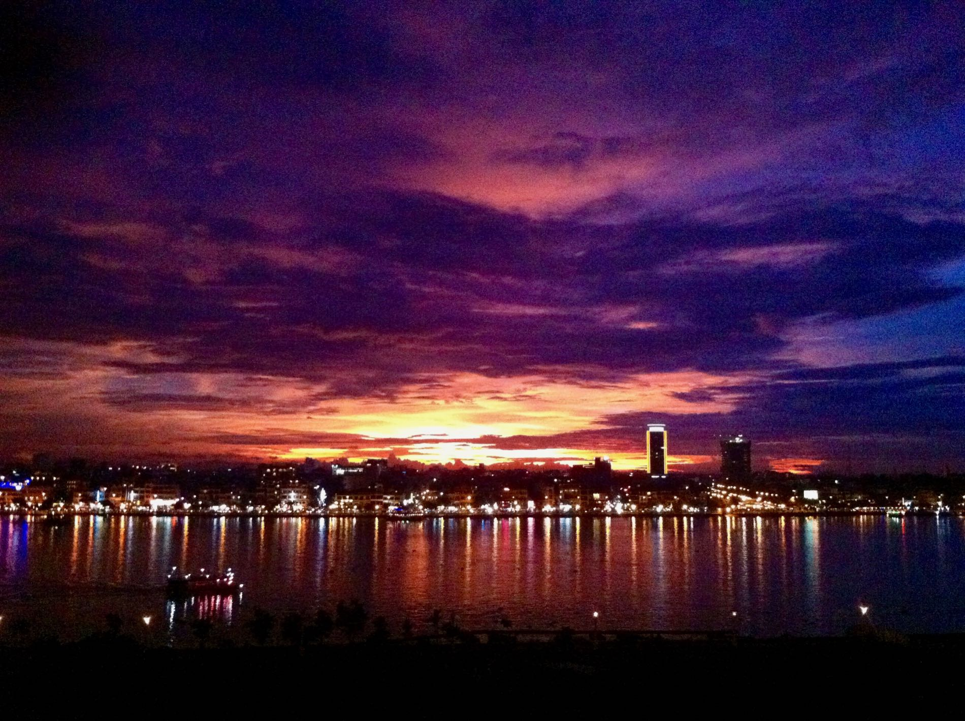 Lingering-sunset-skyline-over-Phnom-Penh-sunset-2008.jpg