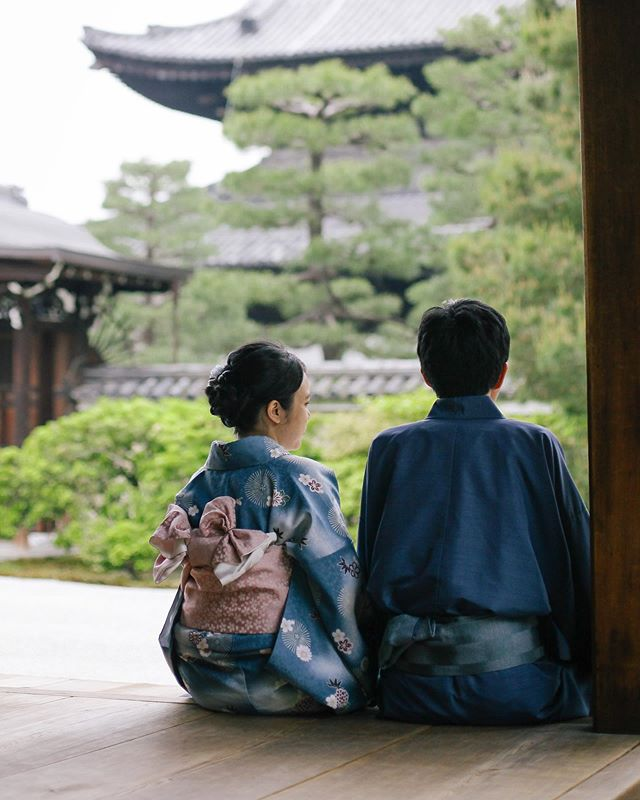Appreciate those quiet moments; green leaves and dark wood. #PerfectKyoto . • . • . • . • . • . • . • . #travelphotographer #vacationphotographer #portraitphotographer #moodyports #canonportraits #canonphotographer @canonaustralia #engagementphotography #couplesphotography #elopementphotography #elopementphotographyjapan #elopementphotographymelbourne #japanvacationphotographer #portrait_society #portraits_life #japan #南禅寺 #京都 #写真撮影 @eos_canonjp @canonusa