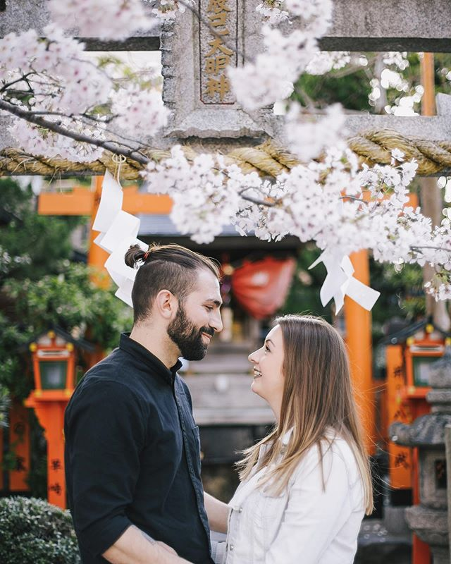 It's hard to choose a favourite spot from my Kyoto years, but this idyllic street corner shrine in #Gion made the best photo location I could ask for. . • . • . • . • . • . #travelphotographer #vacationphotographer #portraitphotographer #moodyports #canonportraits #canonphotographer @canonaustralia #engagementphotography #couplesphotography #elopementphotography #elopementphotographyjapan #elopementphotographymelbourne #japanvacationphotographer #portrait_society #portraits_life #japan #Gion #kyoto #祇園白川 #祇園 #京都 #写真撮影 @eos_canonjp @canonusa