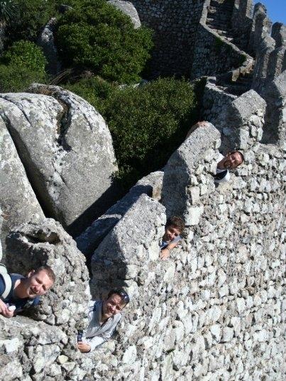 Eu e couchsurfers belgas muito felizes no Castelo dos Mouros, em Sintra (Portugal)