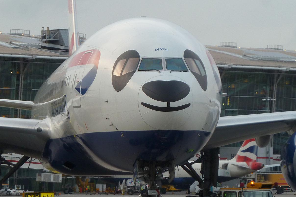 Este Boeing 777-200 todo sorridente da British Airways é o único de sua espécie, mas estamos aqui esperando os filhotes (rá)