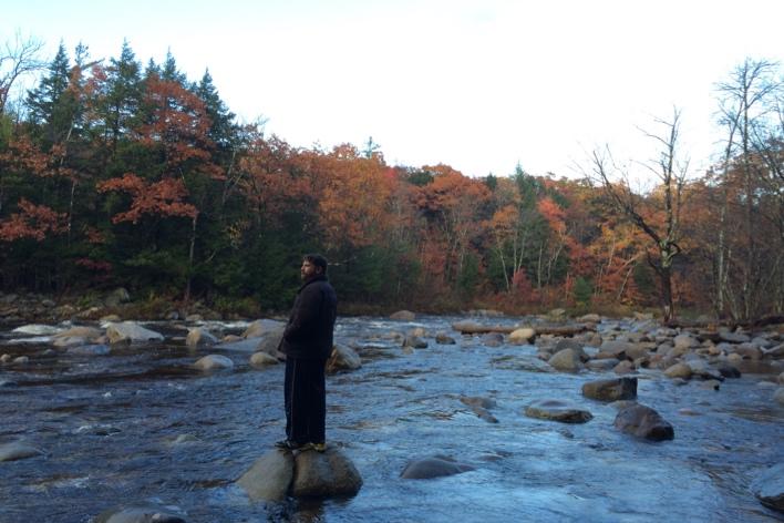 Vários locais bonitos ao longo da Kancamagus Highway — a estrada cênica que brilha muito no outono em New Hampshire