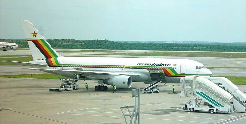 A Air Zimbabwe costumava fazer voos para Londres (o Zimbábue foi colônia inglesa), além de Atenas e Frankfurt. Hoje está banida da Europa