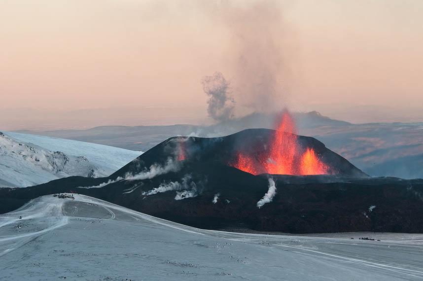 Vulcão Eyjafjallajökull, na Islândia, entrou em erupção em 2010 e parou o tráfego de aviões na Europa por vários dias