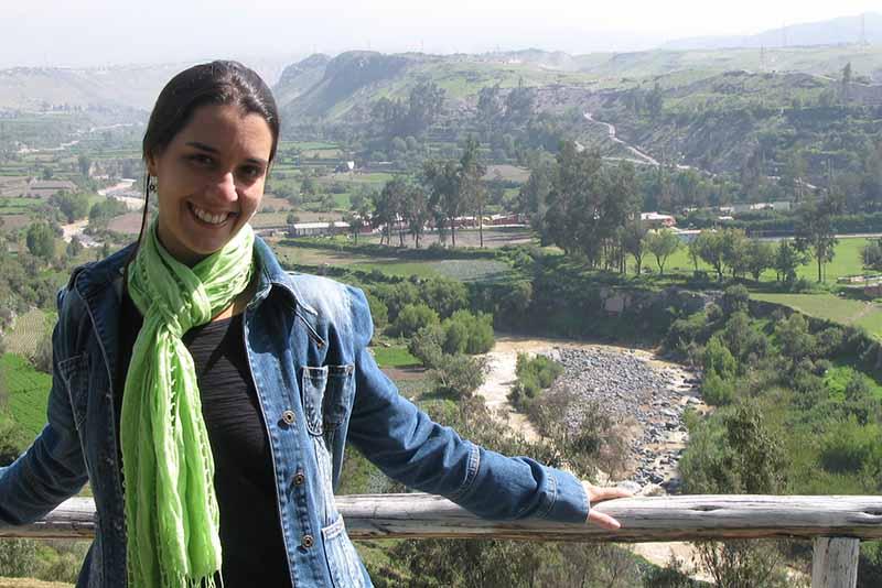 Na foto, feita em 2011, em uma viagem ao Peru, a psicanalista e escritora Cláudia Barral estava grávida da filha, mas ainda não sabia da gestação