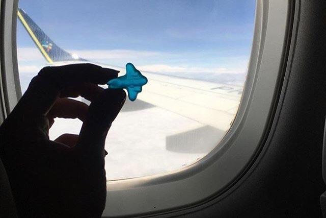 Momento fofo captado por Nathalia Lombardi em um voo de Cuiabá para Recife, em novembro de 2018. Quem olha assim nem imagina que a engenheira agrônoma morre de medo de voar