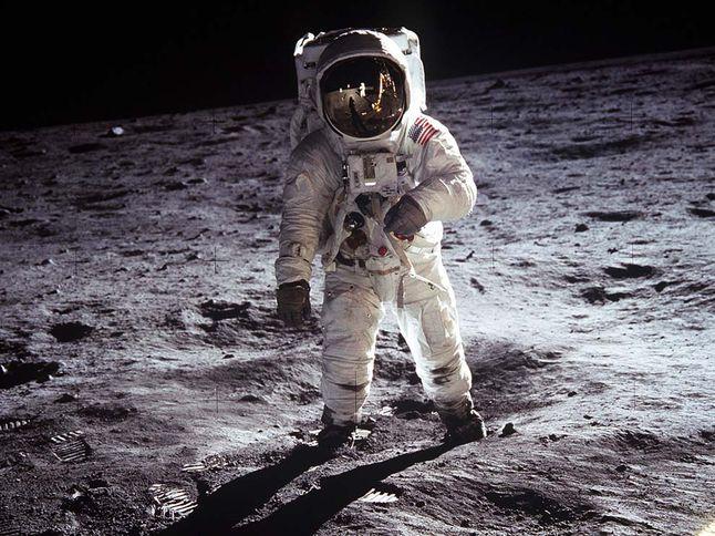 Célebre foto do astronauta Buzz Aldrin feita pelo colega da missão Apollo 11, Neil Armstrong