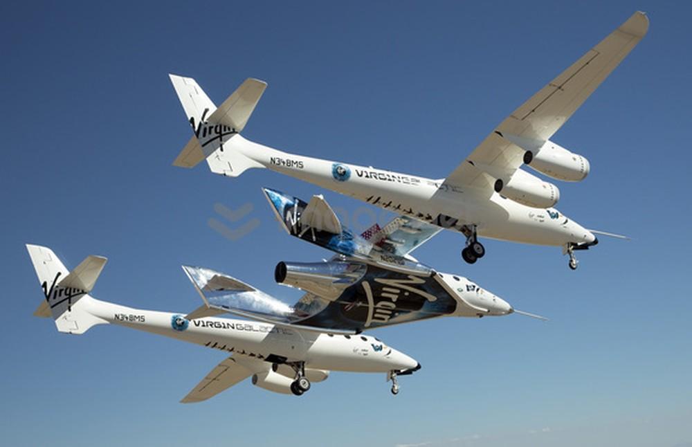 A SpaceShipTwo, da Virgin Galactic, é uma aeronave projetada para o turismo espacial. O primeiro voo de teste foi em 2010, mas as viagens comerciais com turistas ainda não começaram