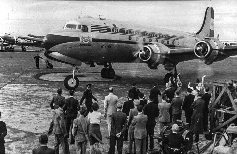 O DC-4 nomeado Friesland foi o primeiro avião da KLM a pousar no Brasil, em 1946. A frequência era dois voos semanais. Parece algo tão distante da atualidade, não?