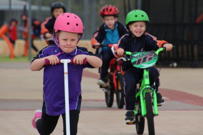 PHOTO: Students at Honeywood Primary School can zoom around on their wheels at recess and lunch. (ABC News: Rebecca Carmody)