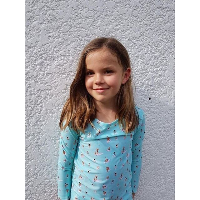 We love this shot of gorgeous Luna in her Surf Family rashguard. 📸 by mum Linda, check out her lovely online store @unikbynature for beautiful ethical goods.