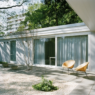 Tiergarten Park Berlin (previously a 1957 atrium house bungalow), refurbished by BFS Design Flachsbarth Schultz, completed 2012