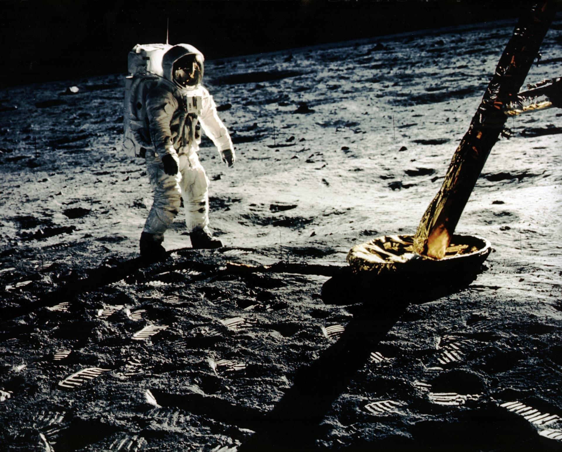 Aldrin Near Leg of LM.jpg