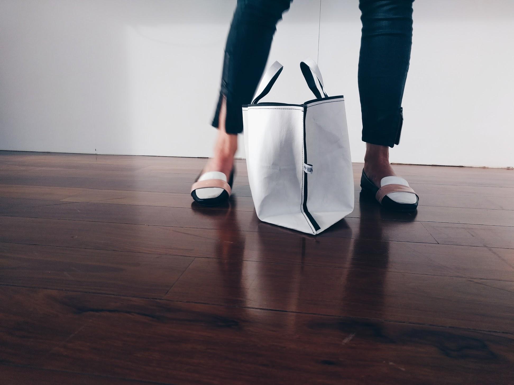 L'AVU paper tote bag