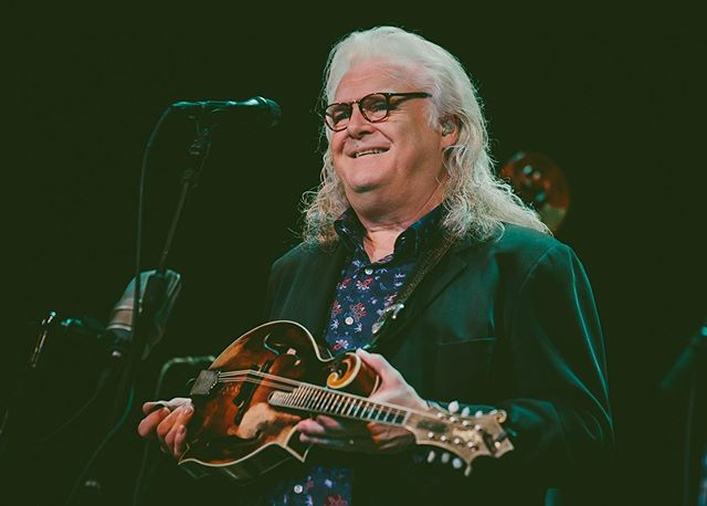 The legendary Ricky Skaggs & Kentucky Thunder at the Michigan Theater! I have never in my life seen faster players, holy moly! ✌🏻💛 . . . . . . #mistylynphotography #rickyskaggs #rickyskaggsandkentuckythunder #annarbor #michigantheater #halloffame #countrymusic #countrymusiclegend #livemusicphotography