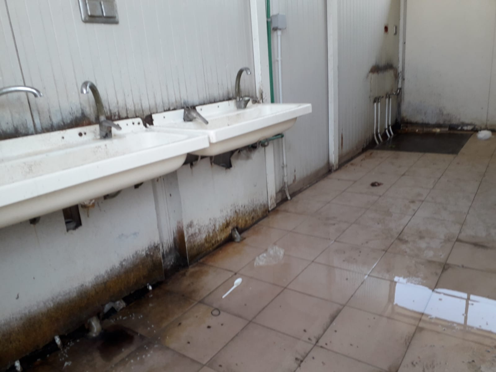 An unclean camp bathroom, near Foggia, Italy. July, 2018. © Pamela Kerpius