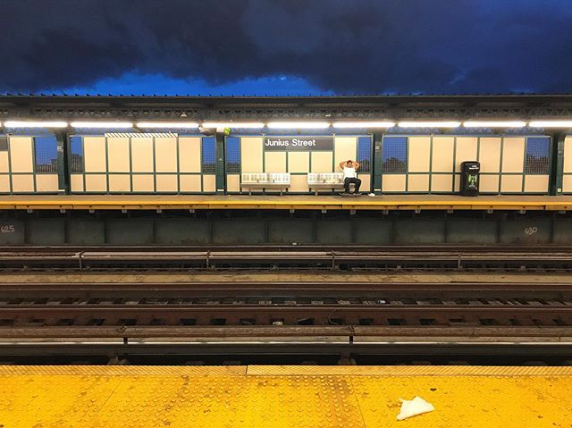 Storm is coming.  New York 7/18/2019 • • • • • • • #newyork #storm #thundernstorm #nyc #newyorkcity #brooklyn #view #photo #train #trainstation #colors #color #cloud #station #rail #myrsky #unitedstates #weather #skater #sky #nature #rain #artlife #artist #photography #blue #yellow #artistinresidence