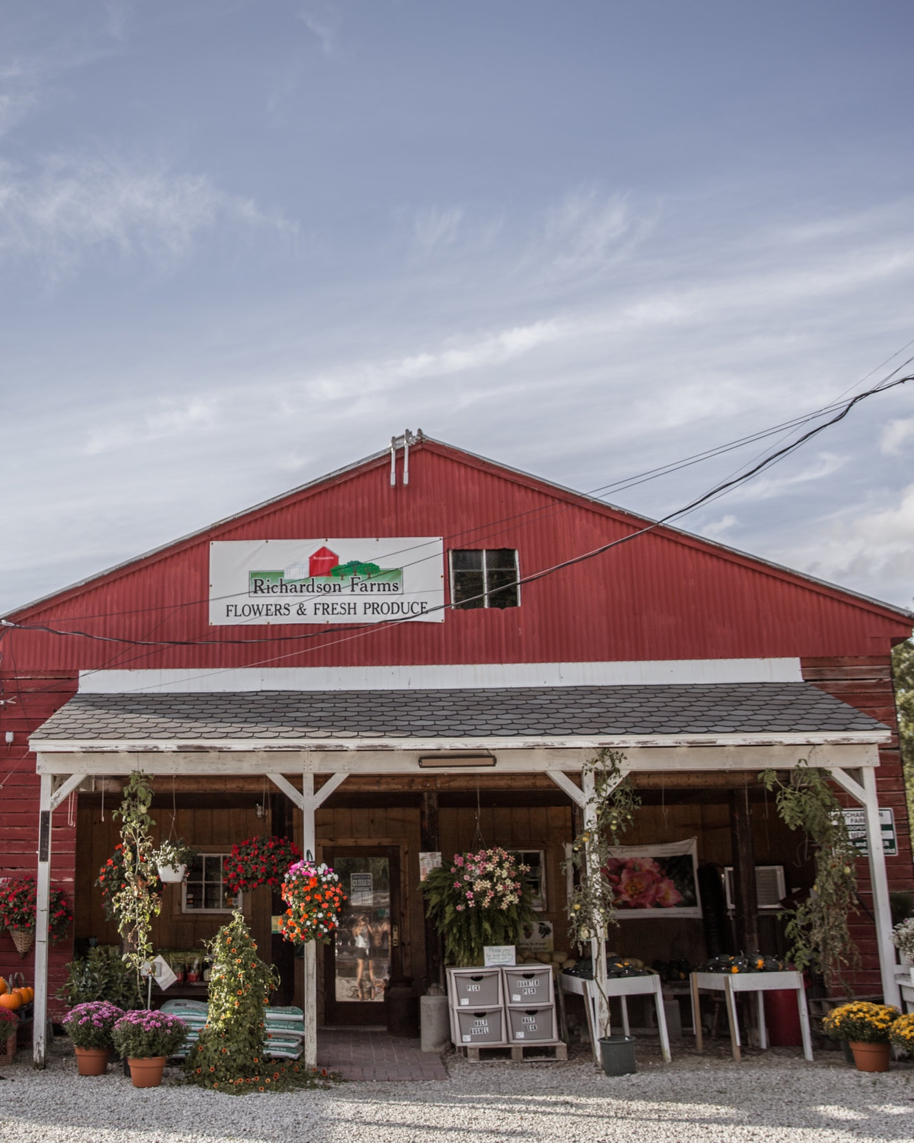 Farm fresh eggs & local ingredients from Richardson's family farm.