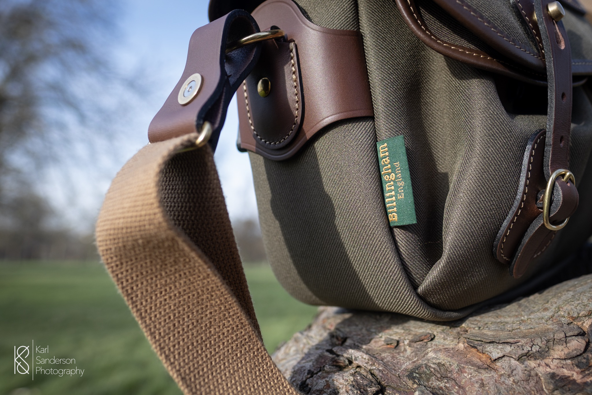 Billingham uses high quality materials including durable webbing, full grain leather, brass fixtures and canvas/FibreNyte fabric. The main fabric of the bag is bonded to a butyl rubber membrane in order to provide protection from rain.