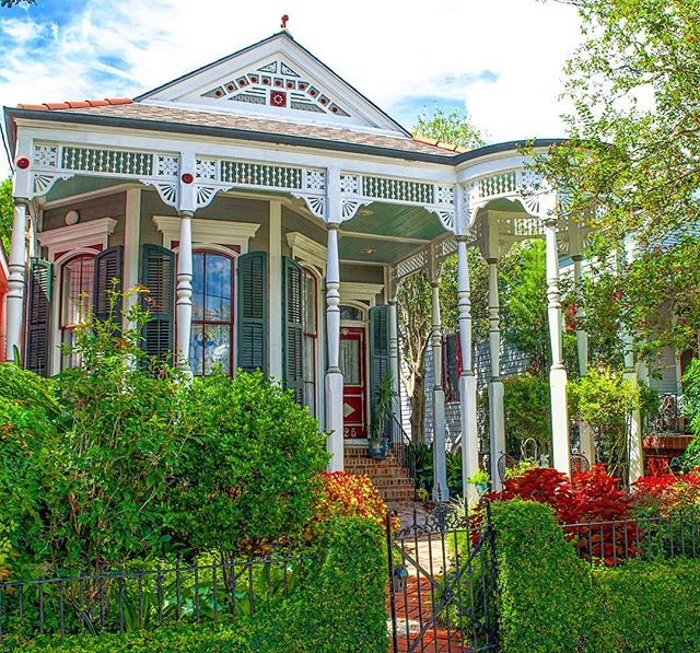 My new favorite home in Algiers Point. I haven't seen anything quite like it in NOLA. Love! ❤️