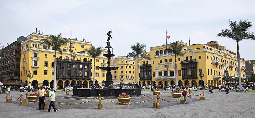 plazadelarmaslimaperu