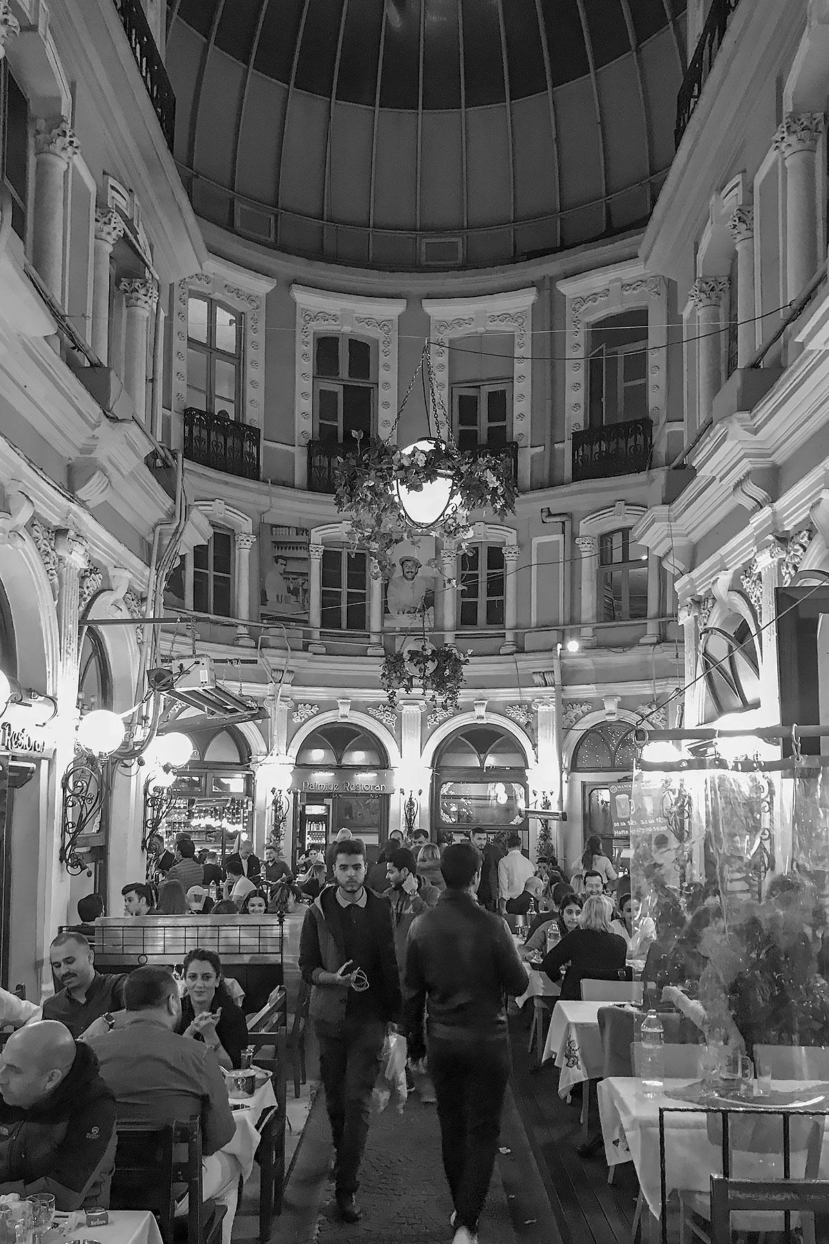 Istanbul-night-life-meyhana.jpg