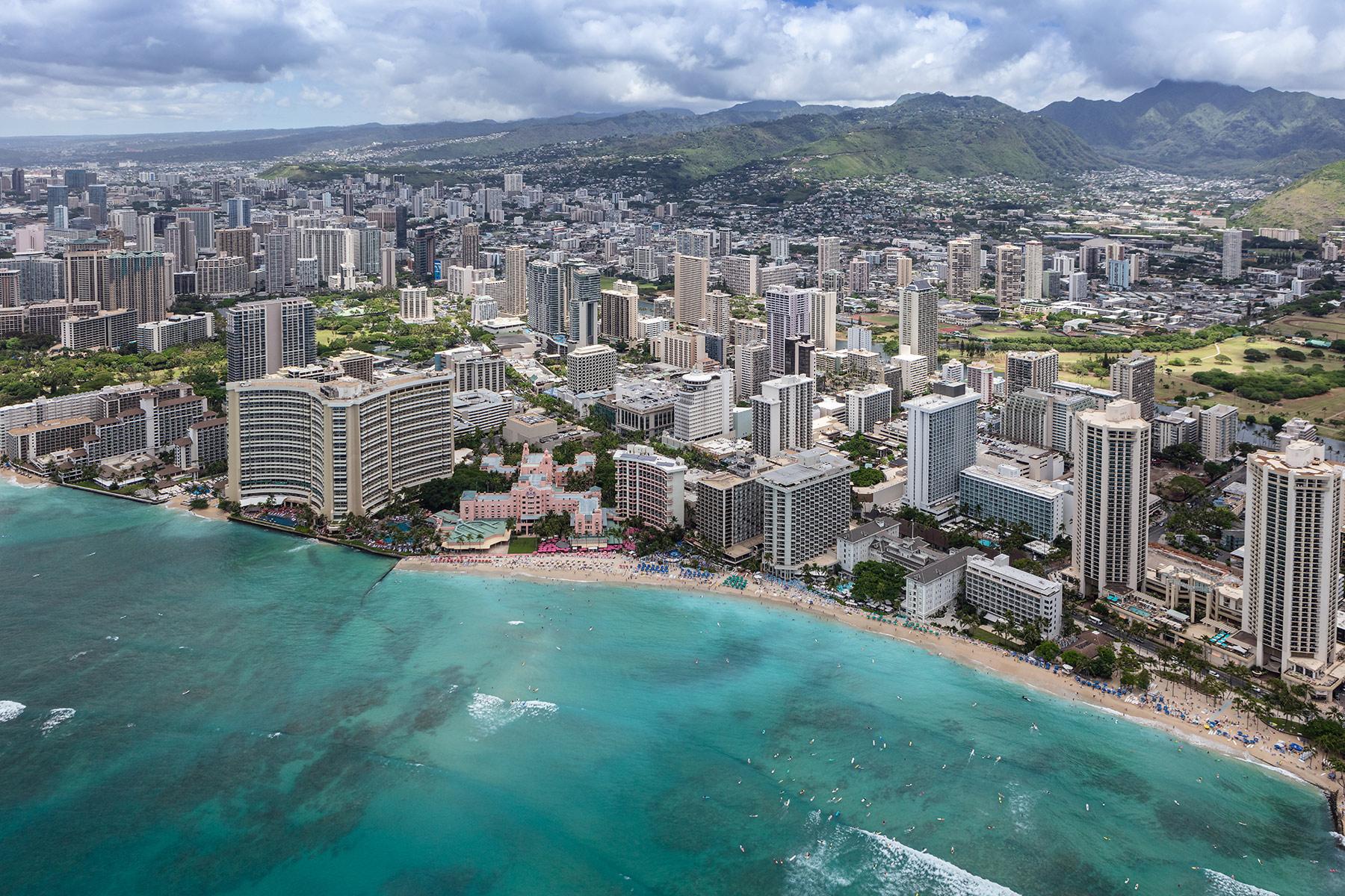 Honolulu_2019-Waikiki-Beach.jpg