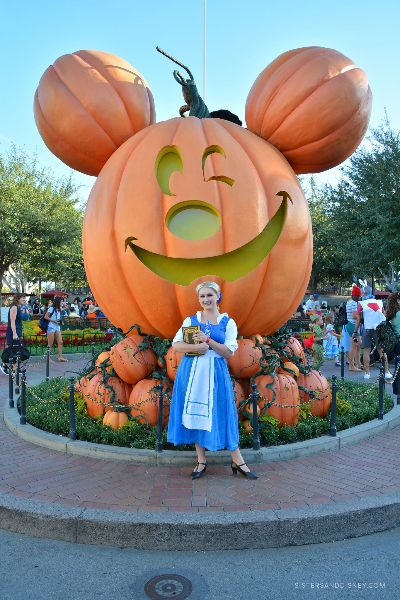 2019Oct_S&D_DisneylandHalloweenPartyTips_002.jpg