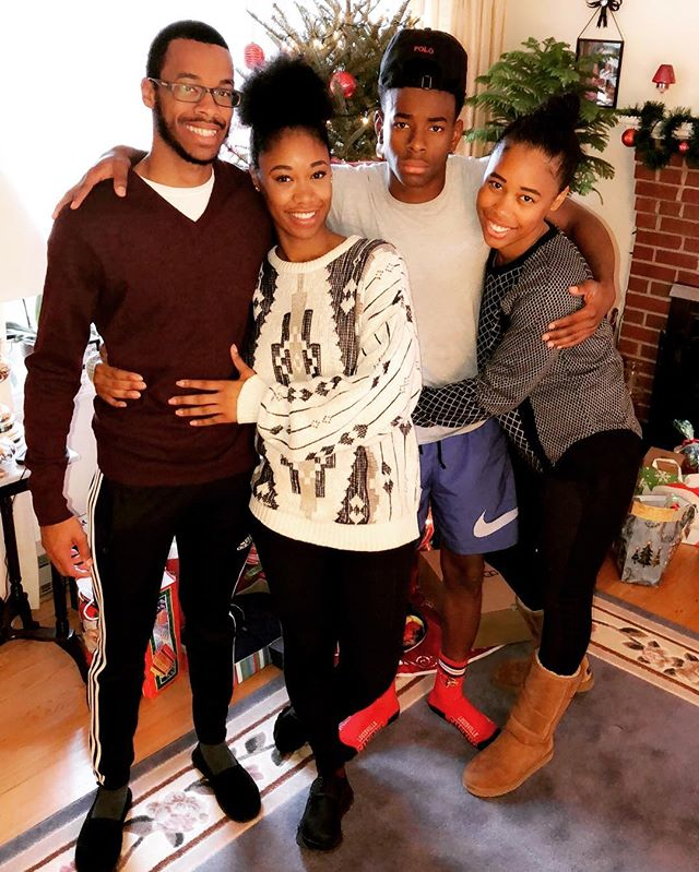 Merry Christmas from my family to yours!!! 🎄🎅🏾☃️❄️ Shouts to @iam_d.t for the fire photo!!!!#mysiblingsarebetterthanyours #mysiblingsarecoolerthanyours #mysiblingsarefresherthanyours