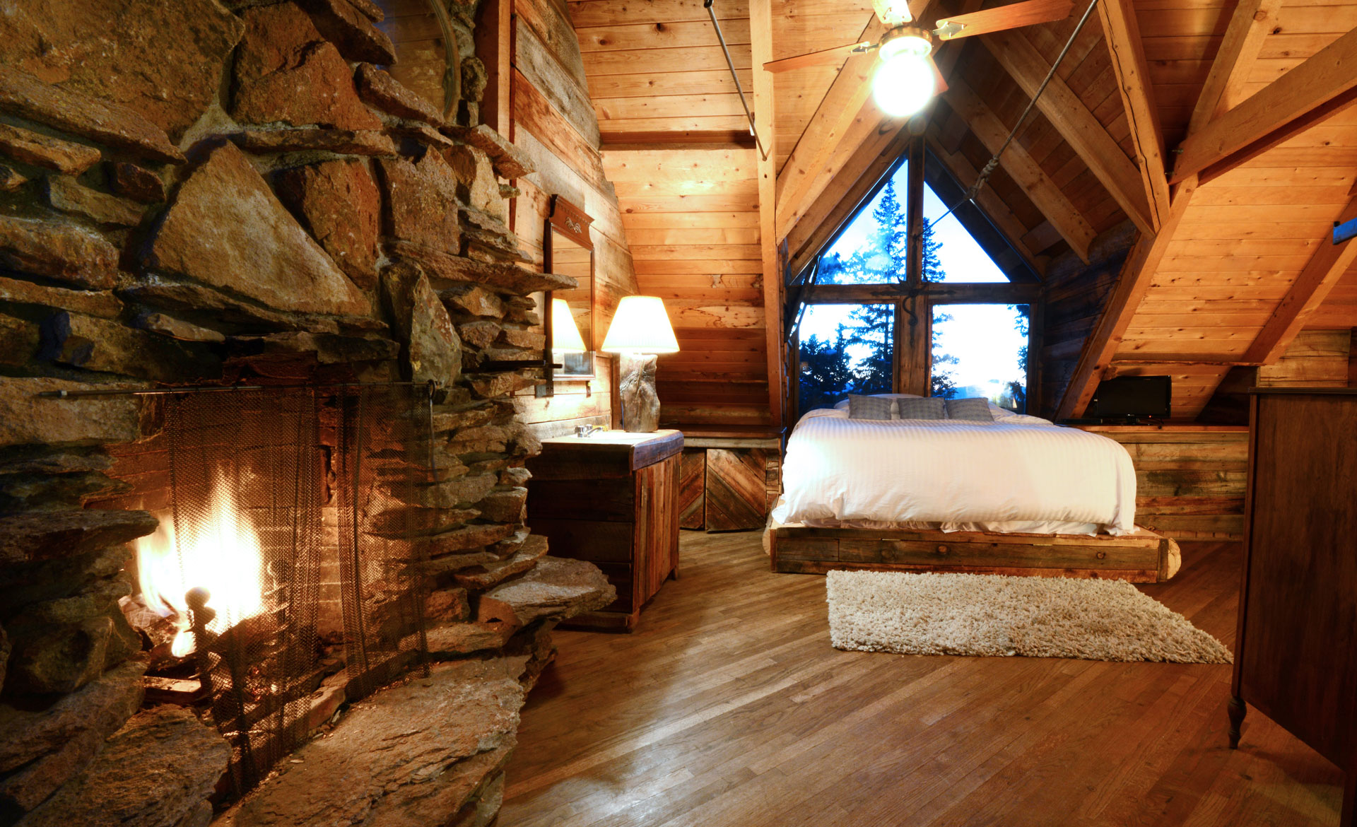 Extremely. Comfortable. Backcountry.  Mountain Luxury    THE LODGE