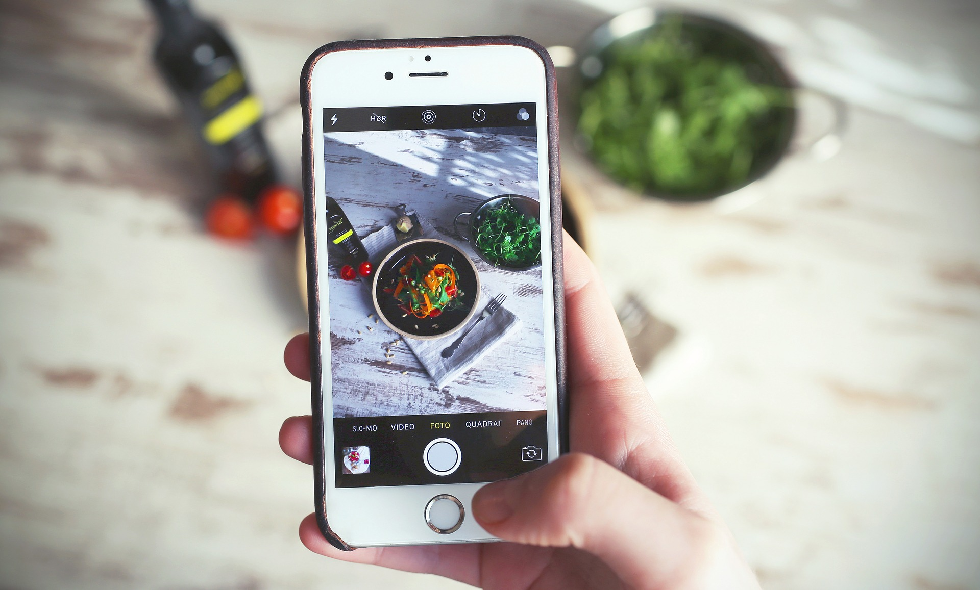 You will track your meals and blood glucose readings using MomBod's photo food log right from your smartphone. This will enable the dietitian to give you customized feedback and better help you reach your blood glucose goals. -