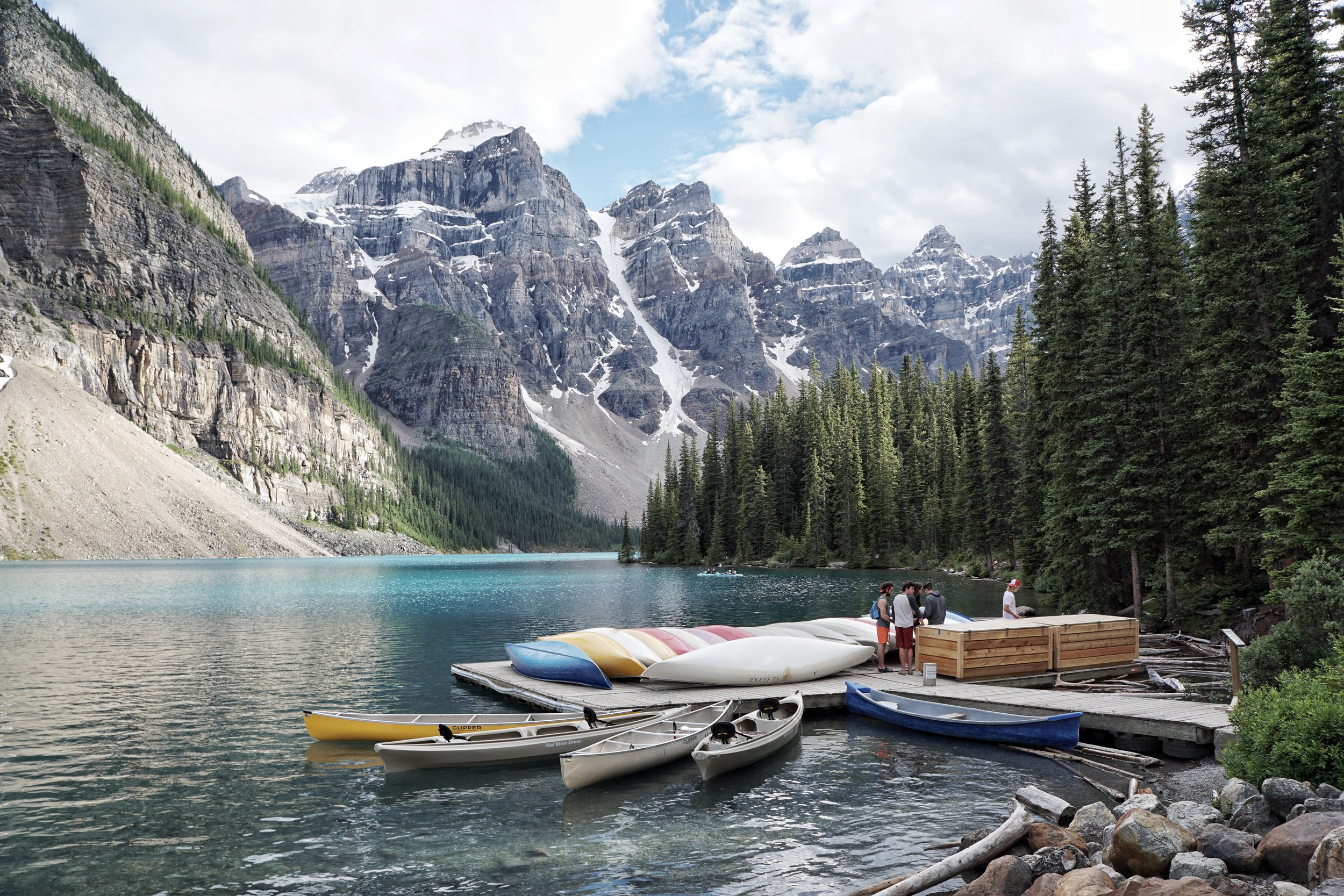 Canada - Hiking blue lagoons with a side of Grizzly Bears