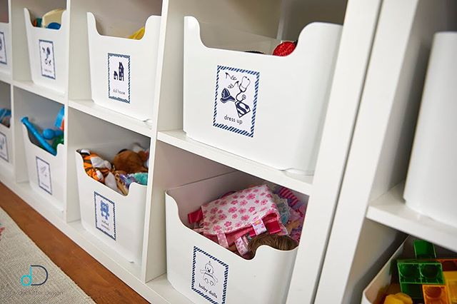 Playroom hack! Label the toy bins in your playroom with a picture of what goes in that bin in addition to the word. This allows kids of all ages to know what goes where and how they too, can stay organized at a young age! Schedule your playroom organization service this month and receive 10% off! 💙 • • • #professionalorganizer #lifestylefrisco #dallasinteriordesign #dallasrealestate #dallasmoms #dallasmomsblog #planomoms #mckinneymoms #organizationideas #dallastx #friscotx #mckinneytx #friscotxnews #friscotxevents #inspohome #closetorganization #friscomoms #allentx #functional #repurposed #dfwrealestate #dallaslife #dallasblogger