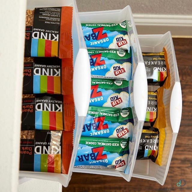 Happy Monday!  Here's a great summer snack hack: Take a look at this beautifully-organized snack drawer! ✨ It is low and conveniently located so that a child can reach in and get a healthy snack themselves without having to ask! ✨Send us a message or give us a call to schedule your own consultation & get 10% off playroom organization all month long! 💙 . • •• • #professionalorganizer #playroomorganization #playroominspo #dallasinteriordesign #dallasrealestate #dallasmoms #dallasmomsblog #planomoms #mckinneymoms #organizationideas #dallastx #friscotx #mckinneytx #friscotxnews #friscotxevents #inspohome #closetorganization #friscomoms #allentx #functional #repurposed #dfwrealestate #dallaslife #dallasblogger