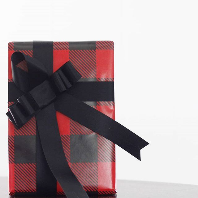The only thing better than a perfectly packaged gift...is one you didn't have to wrap yourself. 🙋♀️