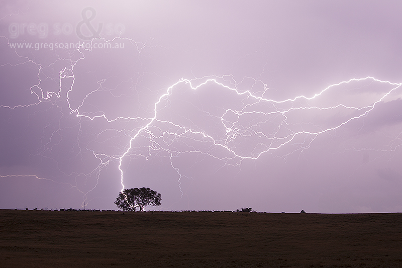 Lightning that ripples over Gundaroo