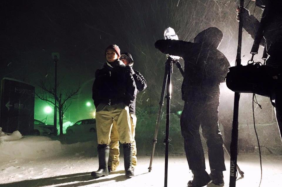 吹雪の中、物語の撮影が敢行された。