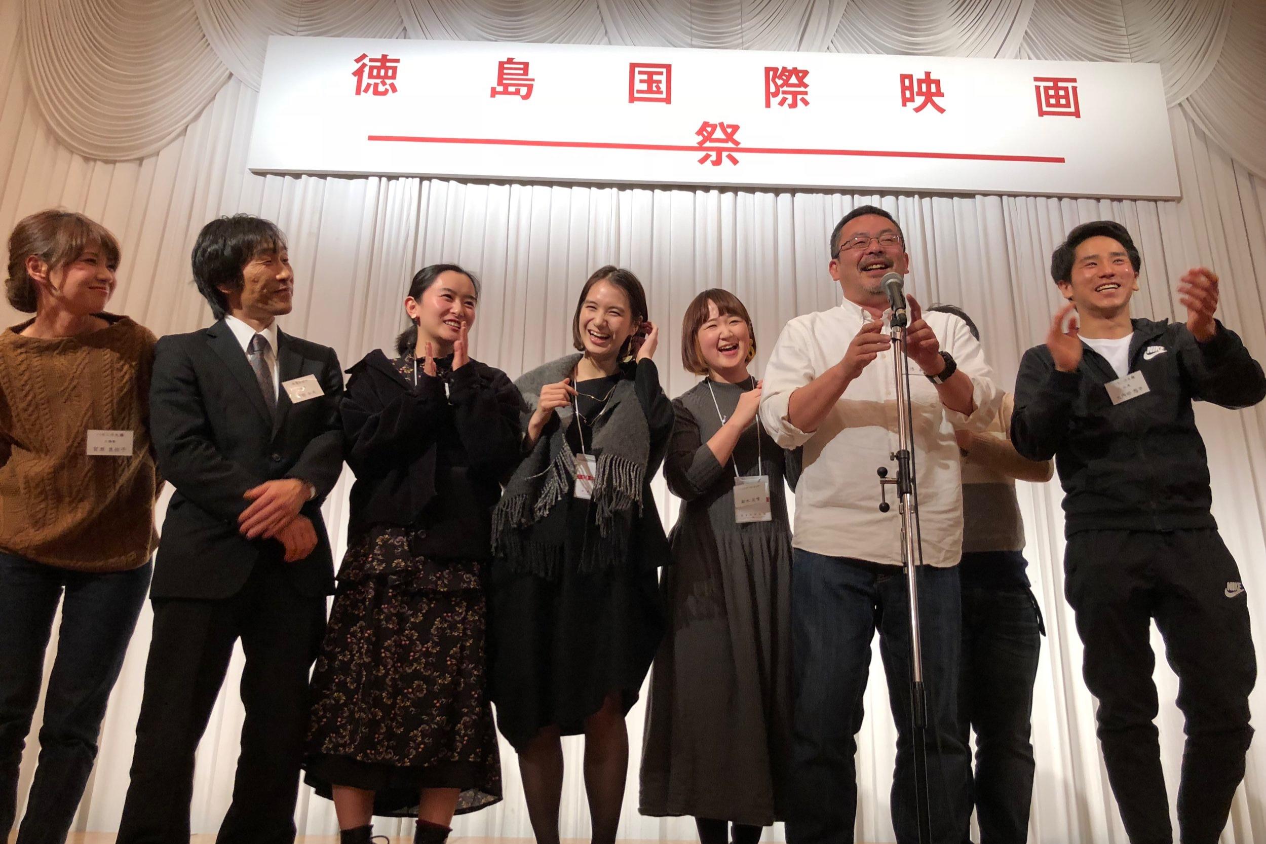 徳島県で開催された徳島国際映画祭のオープニング上映に選定され、挨拶をする俳優陣とスタッフ。