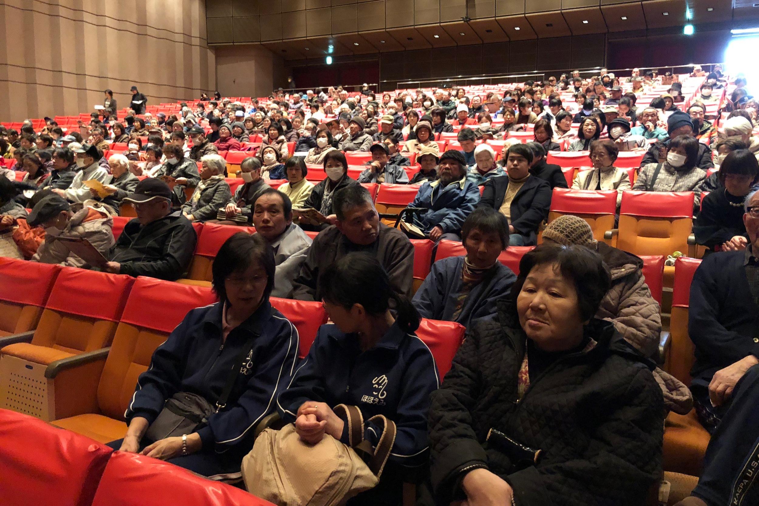 地元の巻文化会館での完成披露上映会には多くの方々が駆けつけた。