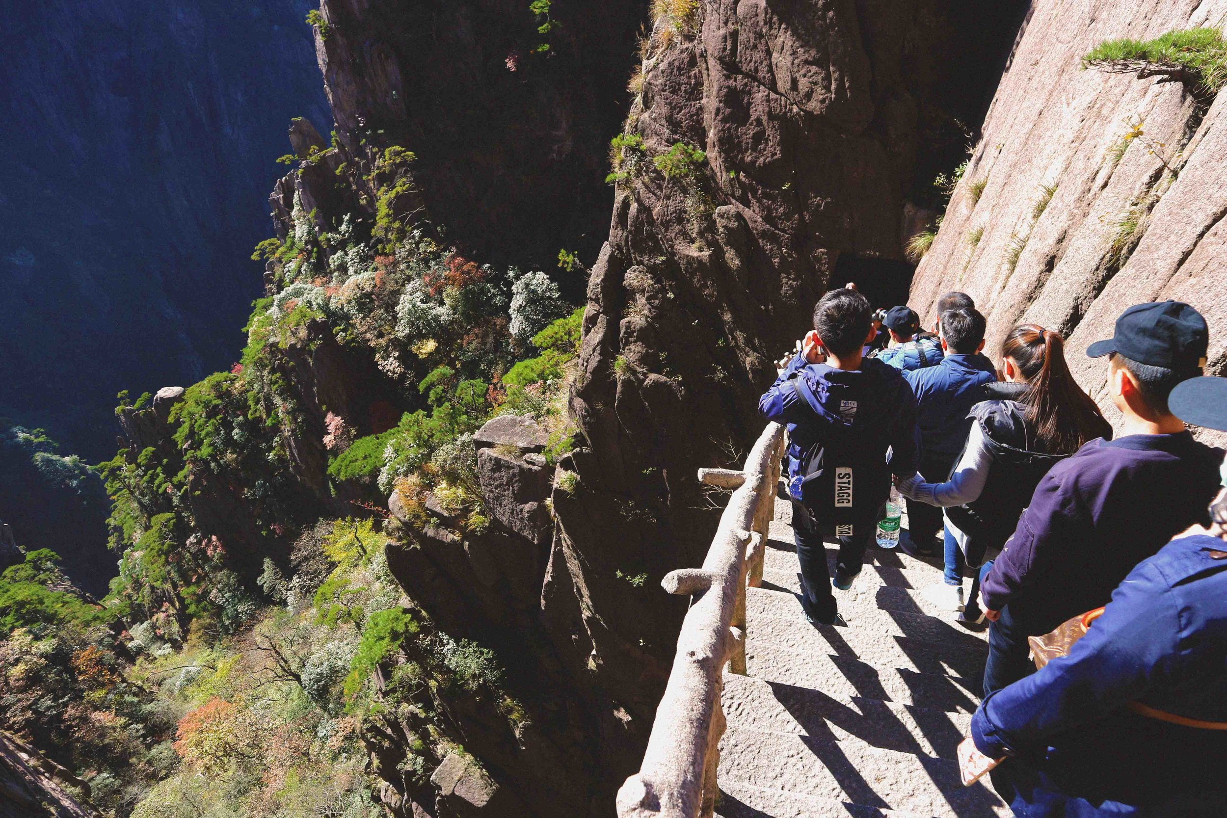 Crowds on the Xihai canyon