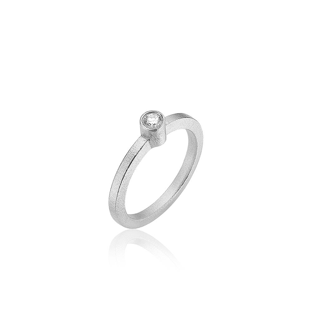 Hvidgulds ring med diamant.