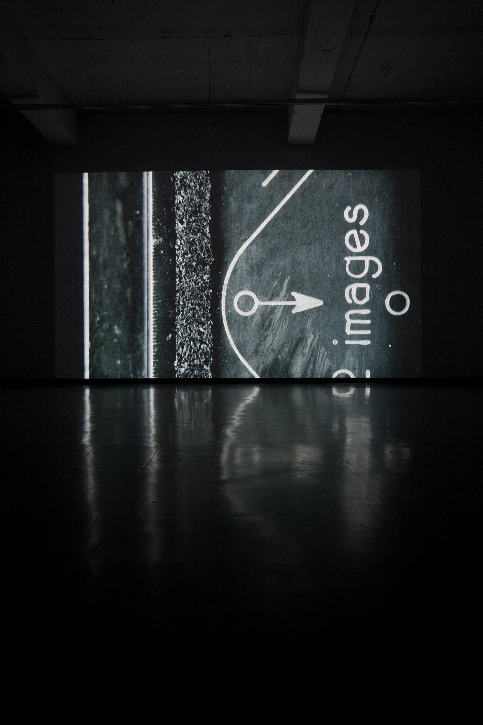 THE NEUTRALITY ESCAPE 2008  Video projection 25', 11 min. PASCAL GRANDMAISON ©