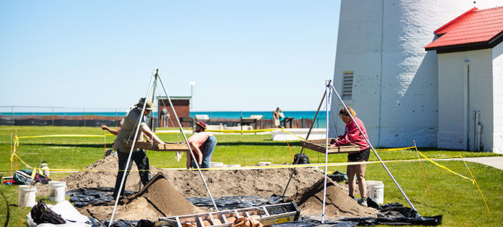 CMU students unearthing treasures at Fort Gratiot  Image: CMU News