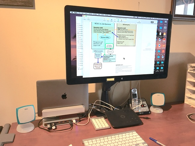 Frontal view of the desktop arrangement with all the connections.