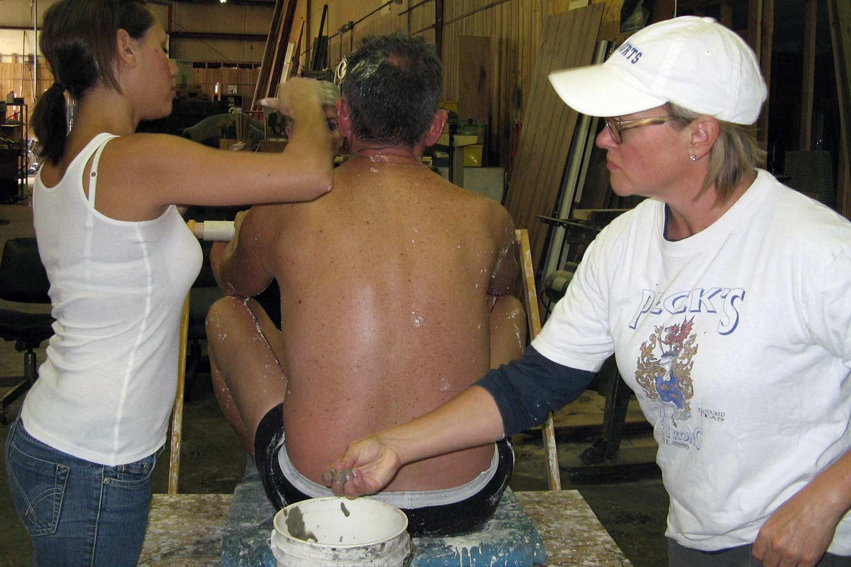 Bentonite clay as mold release