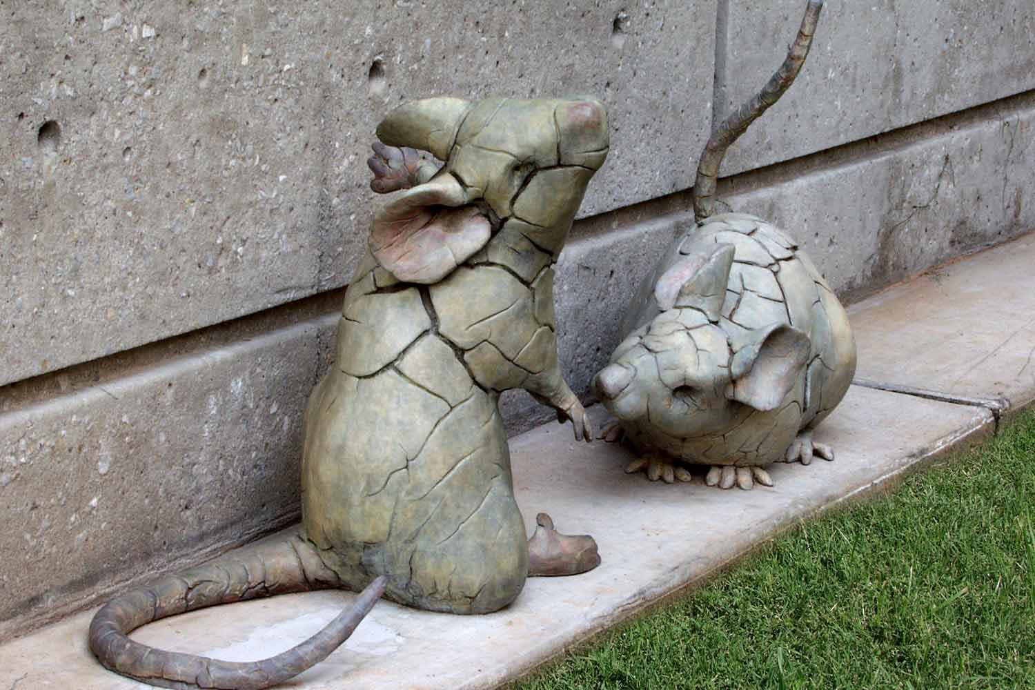 Dancing & Listening Mouse