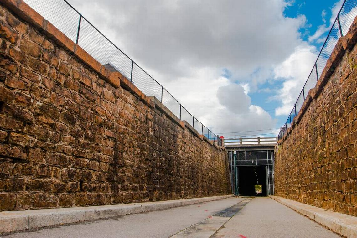 tunnel0051-2.jpg